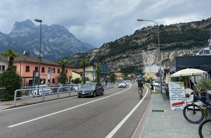 Viel Verkehr in Torbole